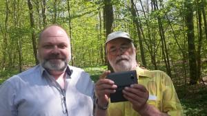 Min gamle far , Fin Alfred, og jeg i skoven i maj. I den første weekend i Juli står vi på scenen sammen på festivalen i Skagen.